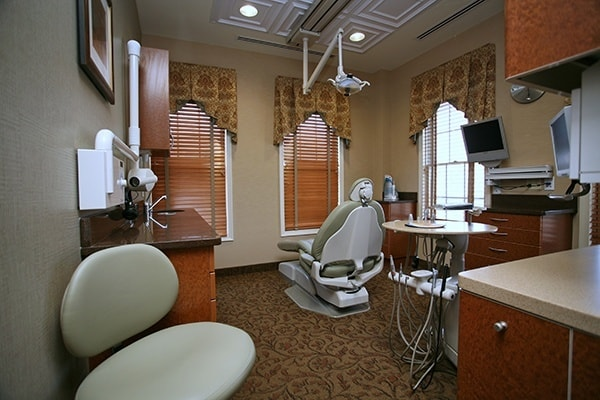 Modern design and high-tech dentistry come together in our Waldorf dental bays.